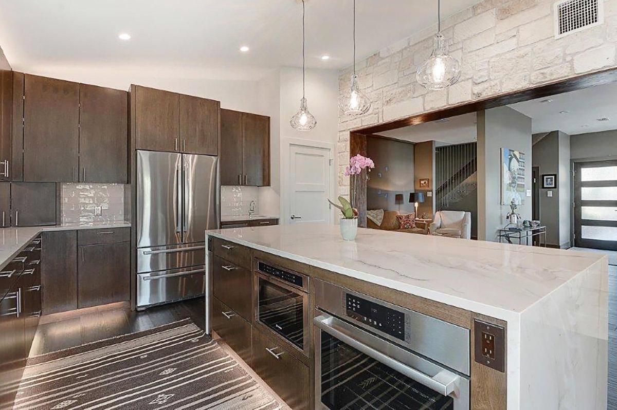 quartzite-kitchen-elegant-and-timeless